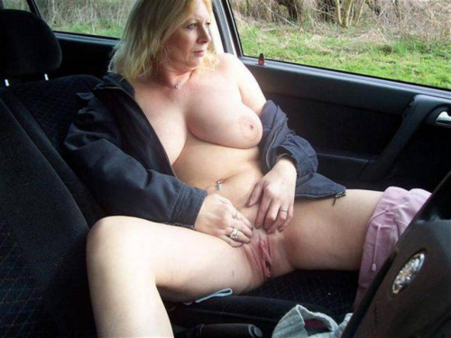 Hull wife wants to be watched dogging